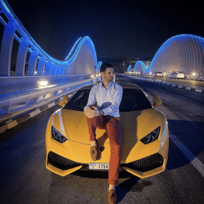 Gabriel avec sa Lamborghini